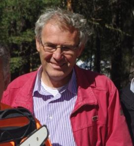 Il dottore forestale Paolo Terzolo, vicesindaco di Oulx, spiega le funzioni di Boster