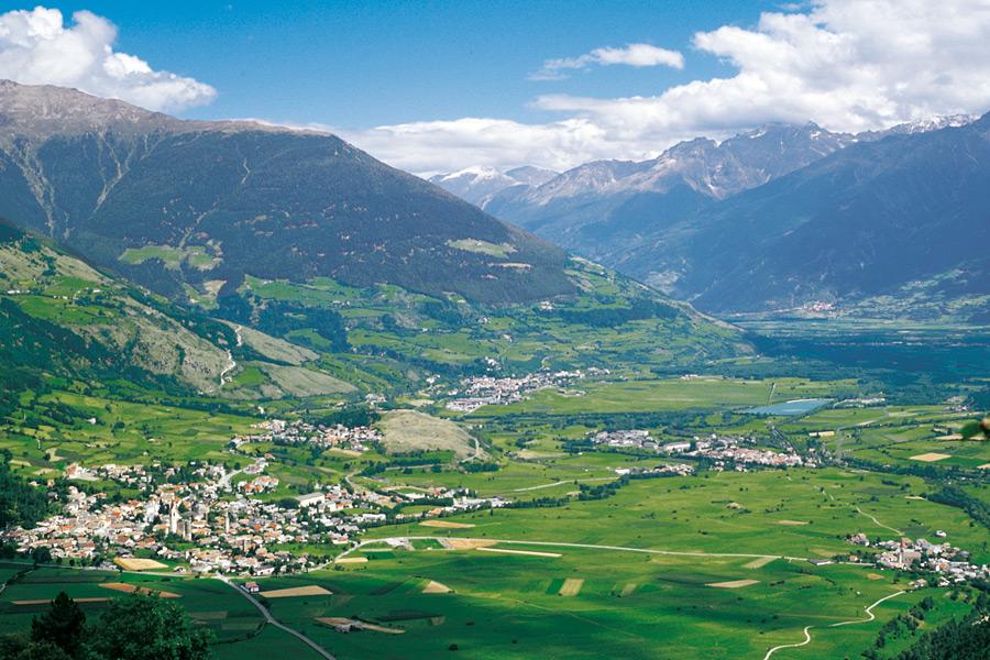 Anche quest'anno Legambiente assegna le bandiere verdi e nere alle Alpi