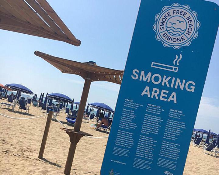 Bibione, nuove aree fumatori con il legno solidale